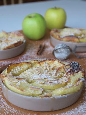 Clafoutis pomme et citron, un dessert rapide, idéal pour un repas improvisé à la dernière minute.