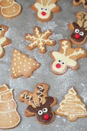Amusez vous à déguiser ces sablés aux épices et zestes d'orange en renne de Noël ;-)