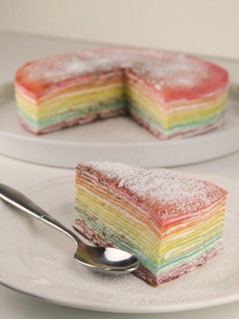 Gâteau de crêpes arc-en-ciel pour une chandeleur tout en couleur !